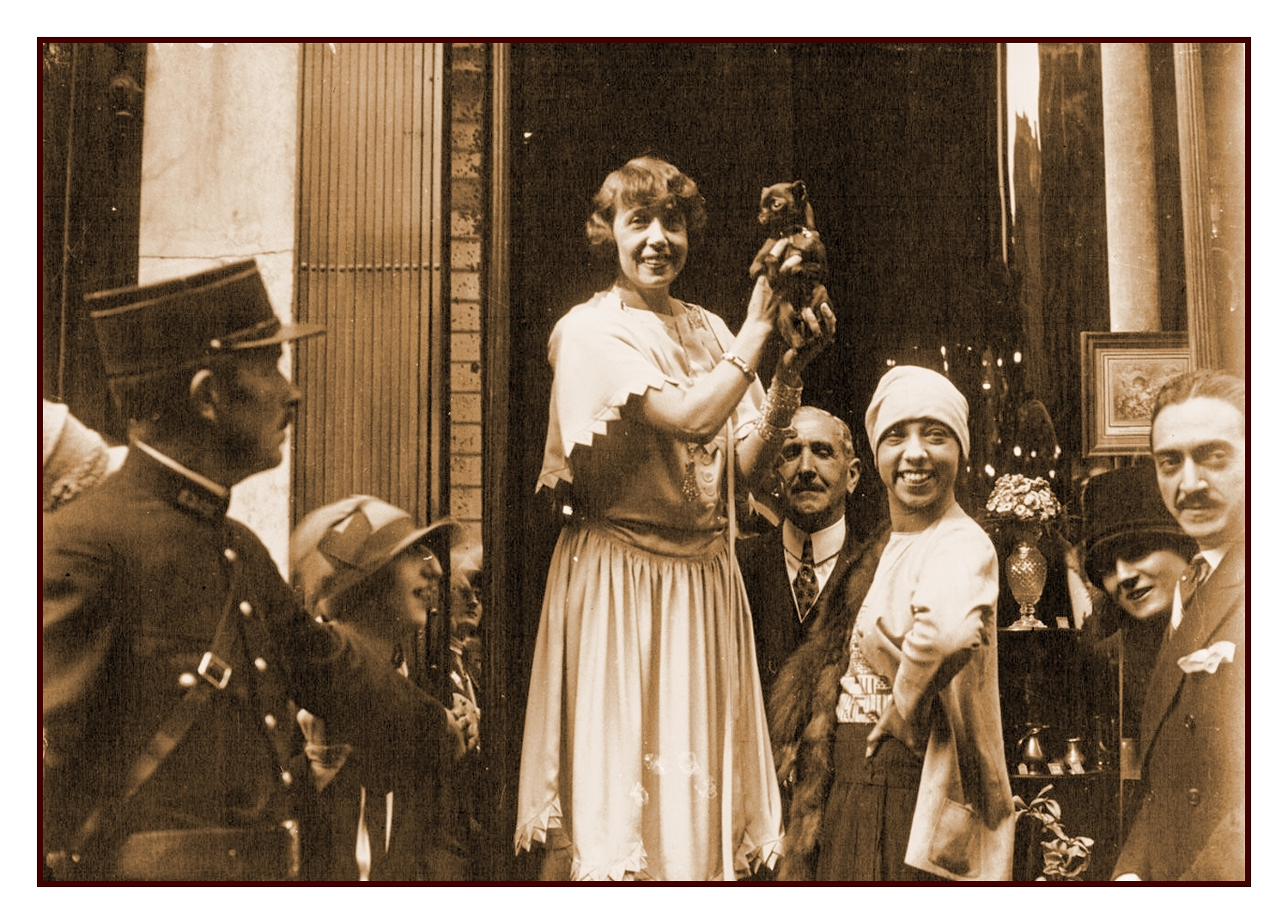 French actress and singer, Mistinguett (on left) and Josephine BakerBibliothèque nationale de France